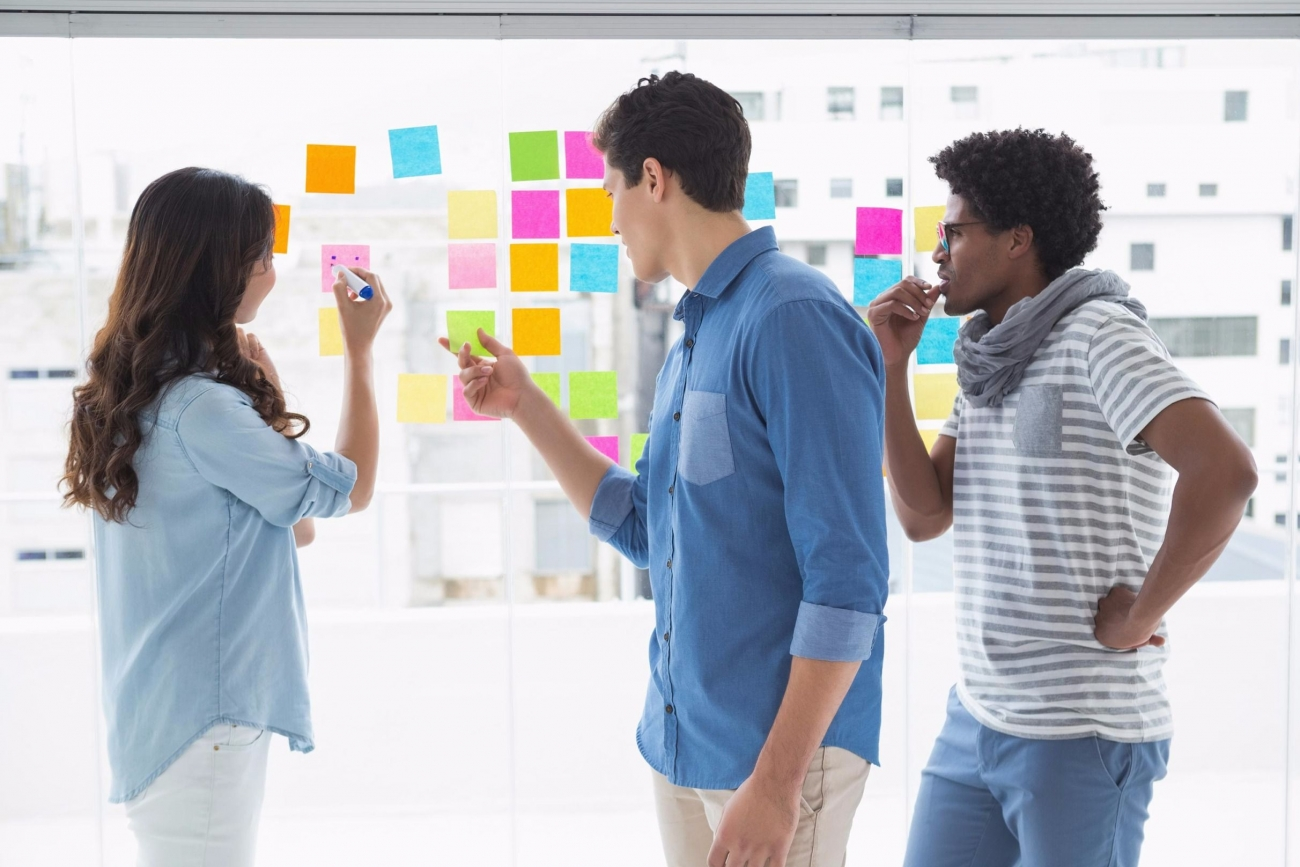 20160525134820-creative-team-brainstorming-office-post-its-notes-communication-ideas-designs (1)